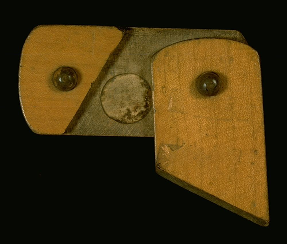 Mauchline ware snuff box, detail of opening